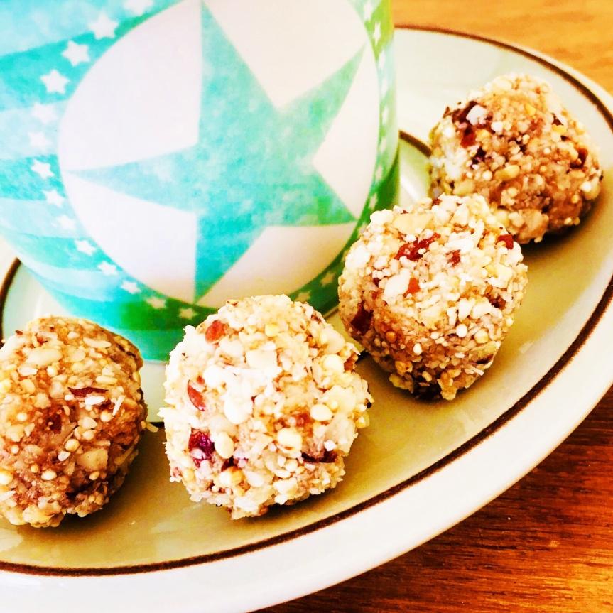 Kokos-Macadamia Bliss Balls